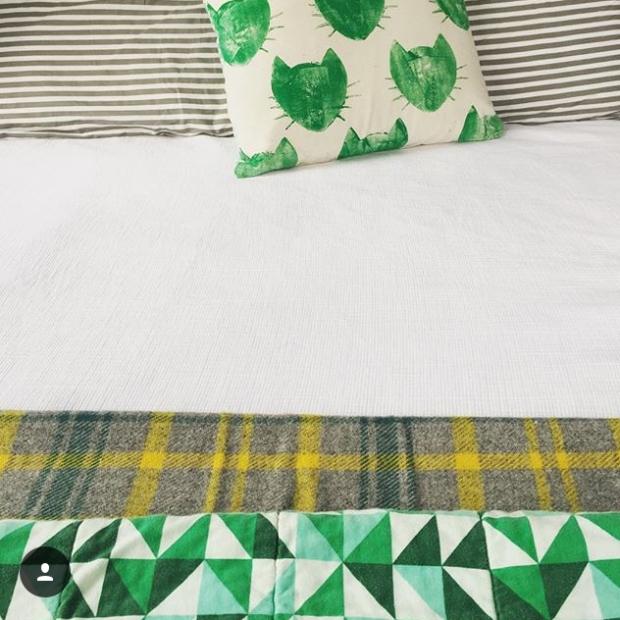 amelia-presents-green